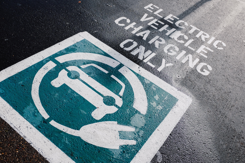sähköauton latausparkkipaikka